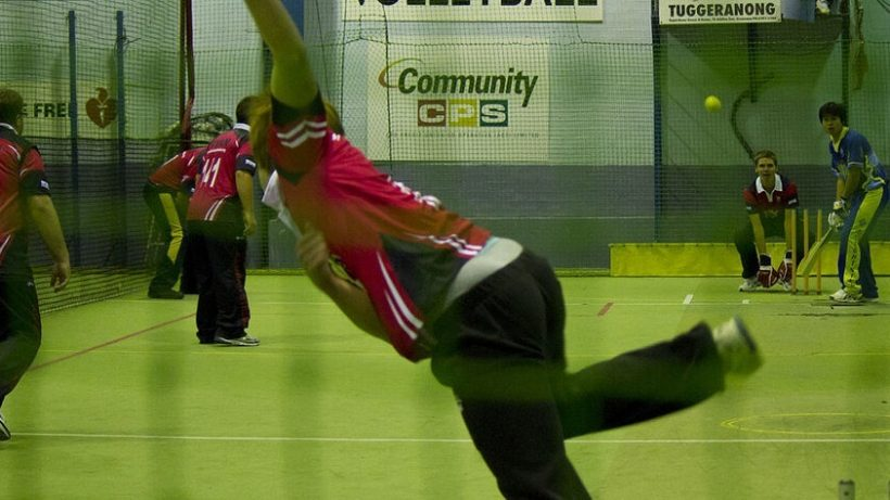 rsz_1024px-a_game_of_indoor_cricket_in_progress_in_canberra_2011